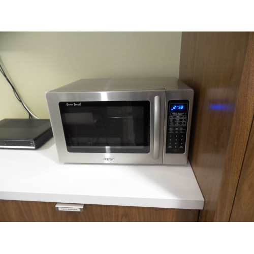 Sanyo Euro Touch Stainless Steel 07 cu ft 800w Microwave