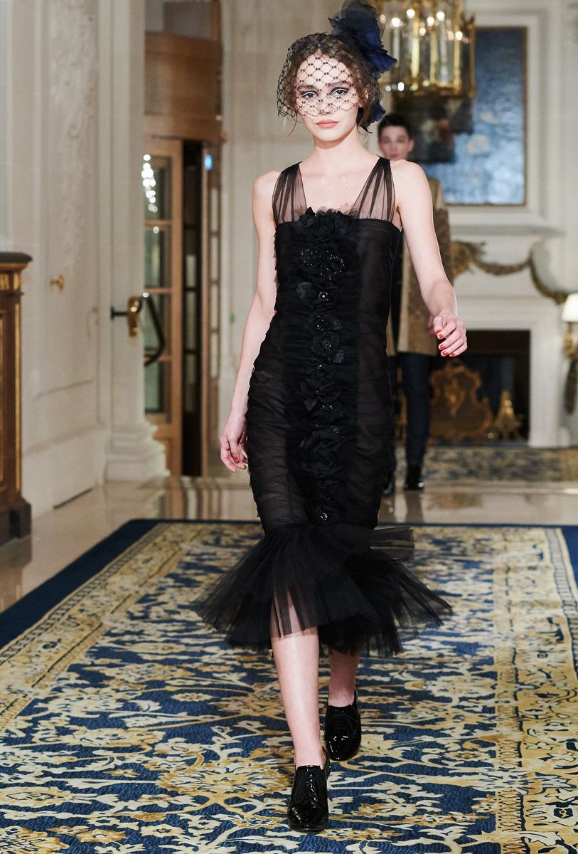 a-ritz-y-affair-chanel-goes-30s-with-metiers-dart-body-image-1481111805-1