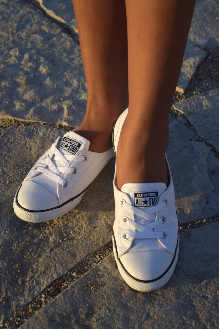 white-dainty-converse