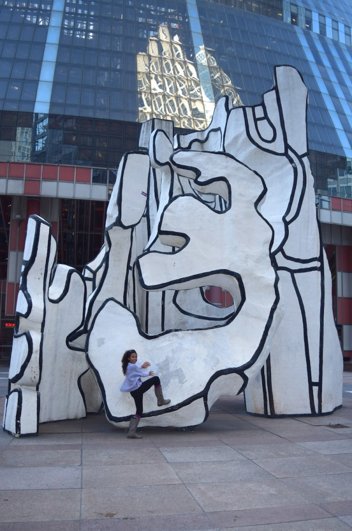 chicago-art-monument-with-standing-beast