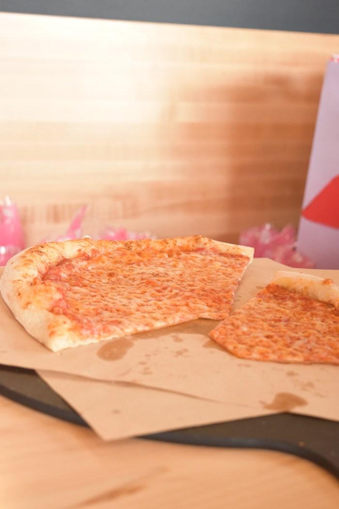 doughocracy-geneva-il-cheese-pizza