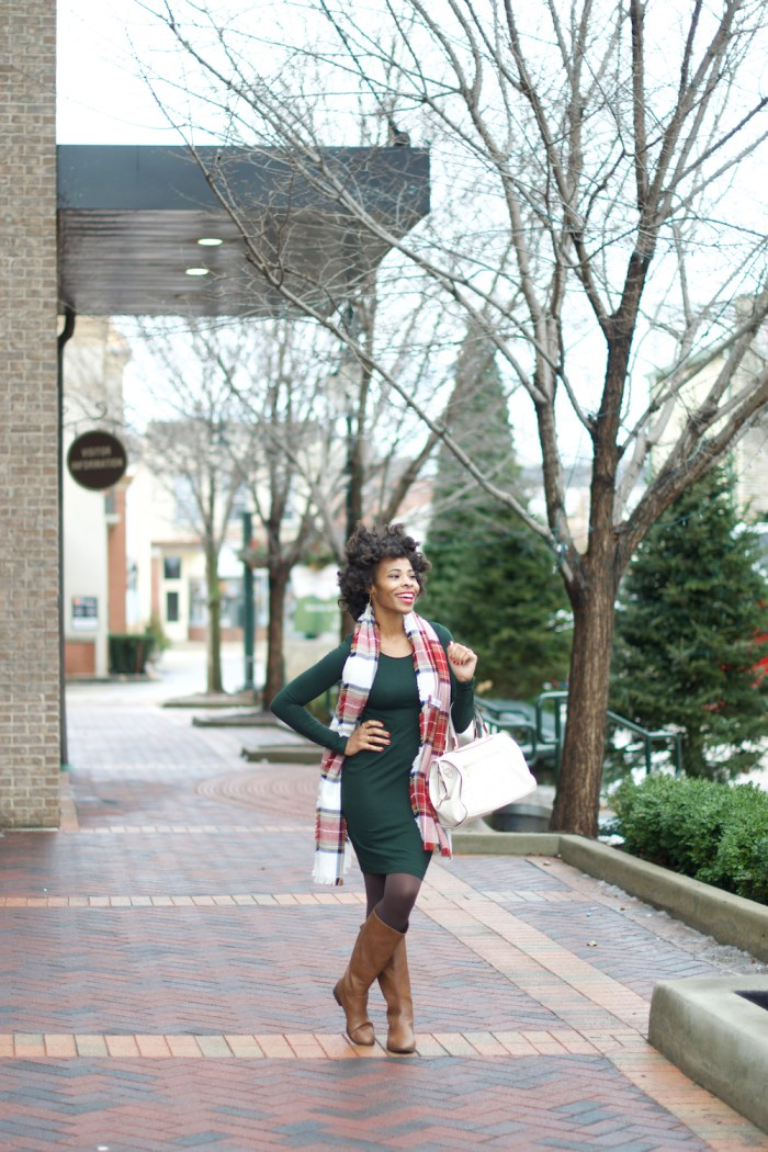 holiday-style-evergreen-jersey-dress-red-plaid-scarf