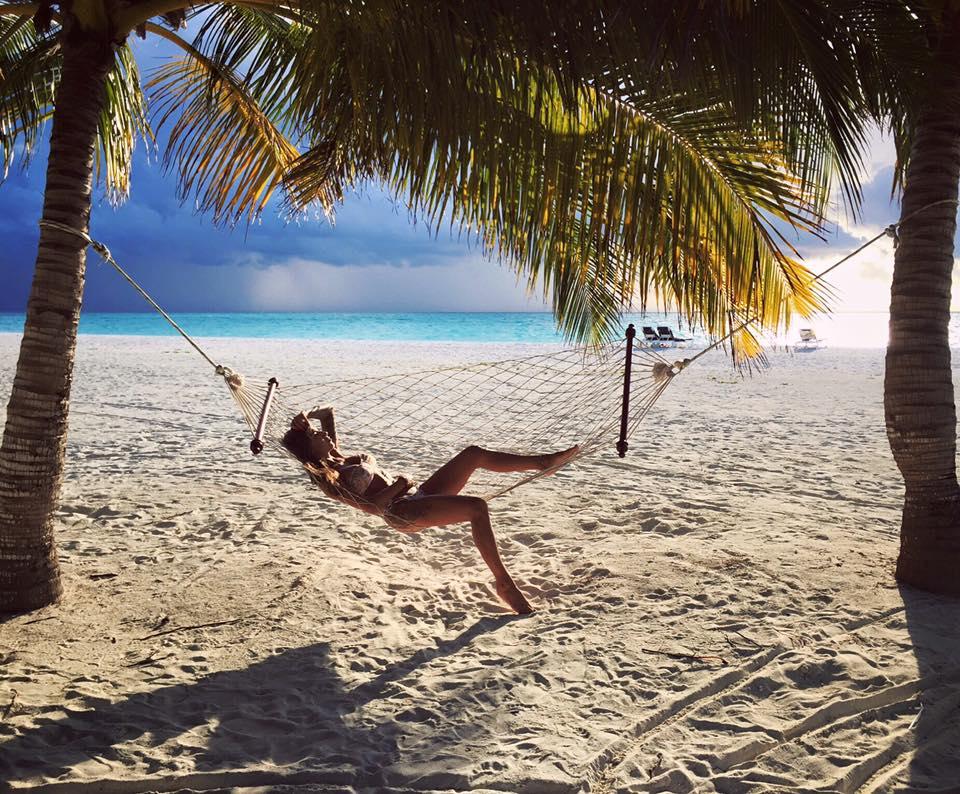 bikini body goals beach photoshoot allthestufficareabout