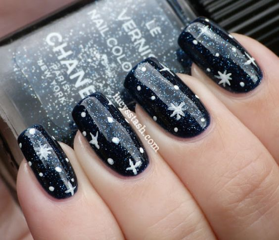 winter-nails-cute-designs-black snow-white silver Christmas-snowflake.jpgg