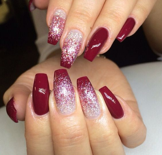 Christmas Nails With Glitter: 27 Christmas Nail Designs