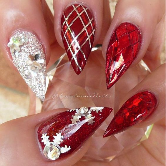 winter-nails-cute-designs-red-white glitter