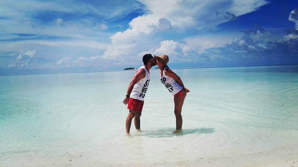 relationship goals beach kisses