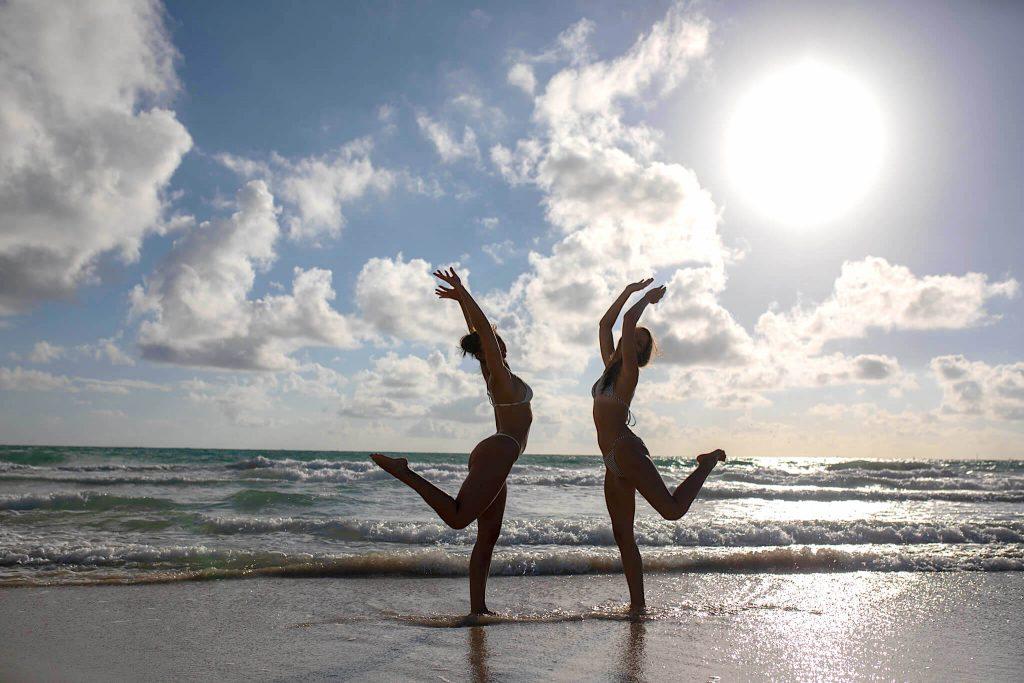 beach photoshoot ideas with a friend miami