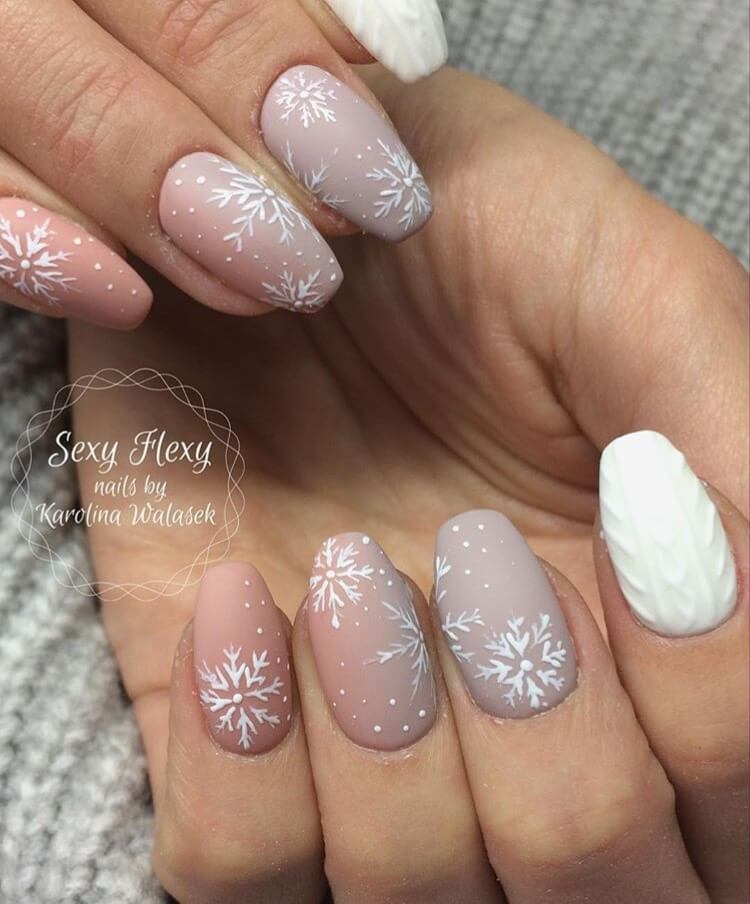 snow nails christmas winter manicure dusty pink