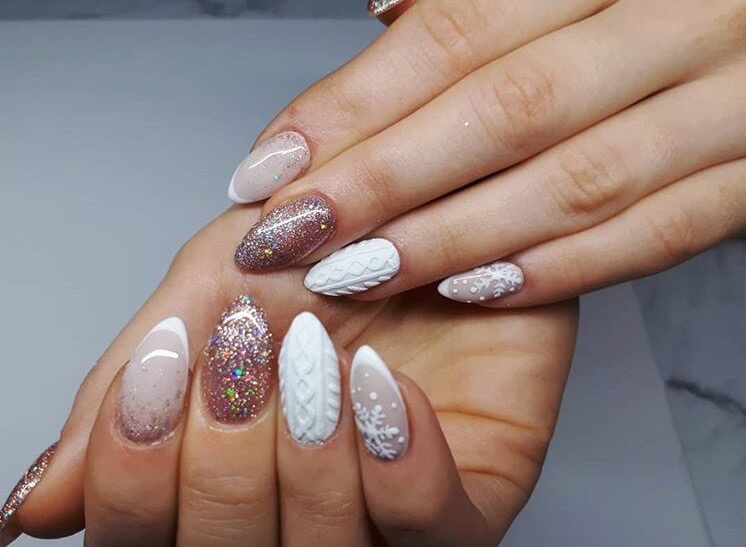 snow nails christmas winter manicure glitter