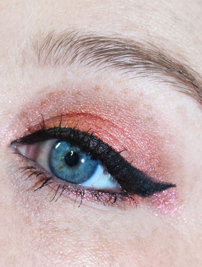 Duochrome Eyeshadow Look with Urban Decay Element & Specter Moondusts from the Urban Decay Moondust Palette. See more reviews, tutorials, & nail art on All Things Beautiful XO