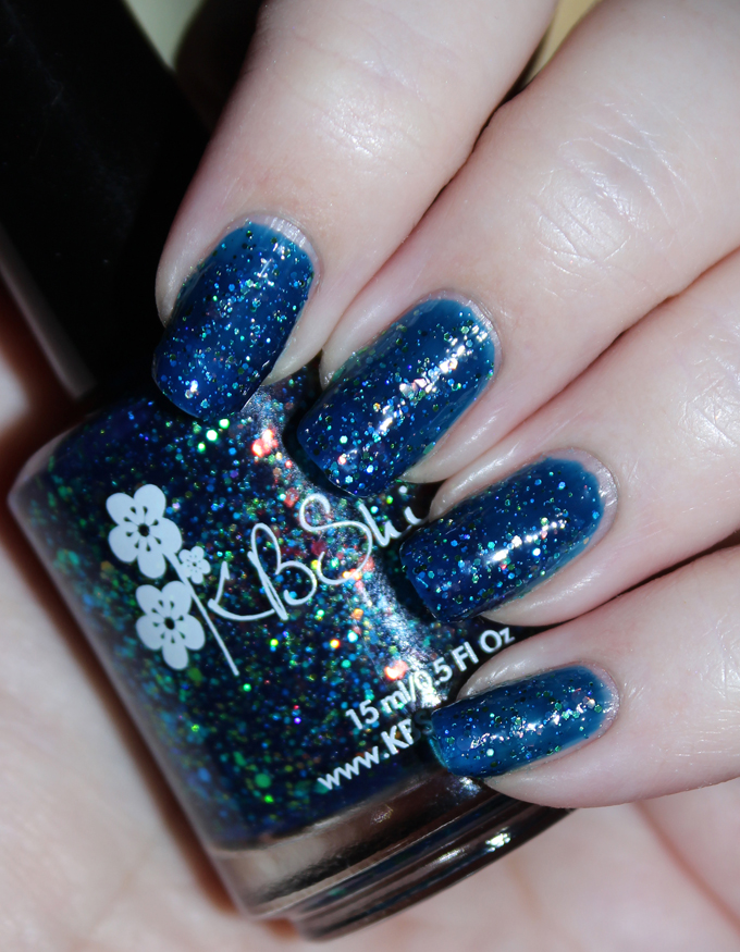 This is KBShimmer Show Me the Mahi KBShimmer Nauti by Nature Collection Swatches & Review including a summer mani shot on All Things Beautiful XO