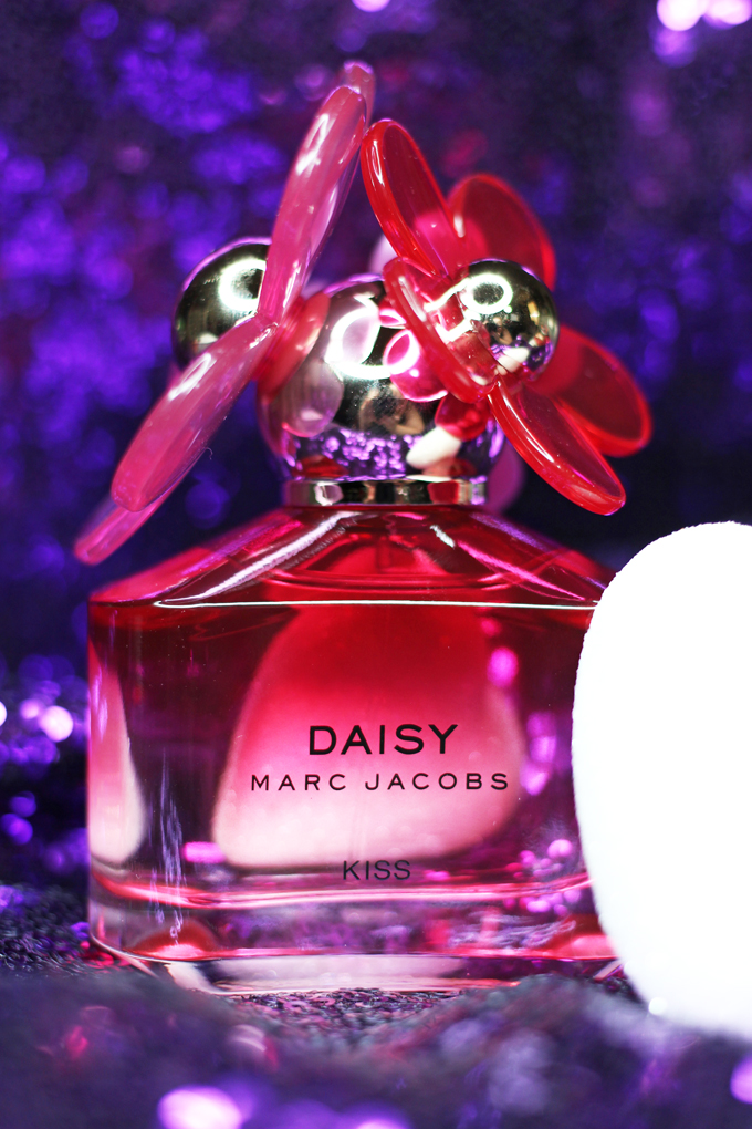 A review of the gorgeous Marc Jacobs Daisy Kiss Limited Edition Fragrance on All Things Beautiful XO