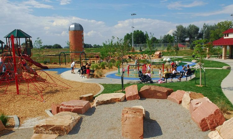 outdoor places to play in the water in the boulder area