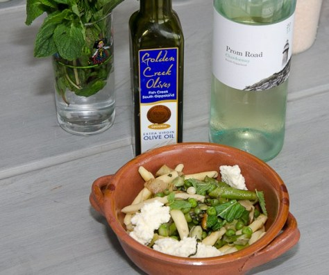 Pasta and greens with wine