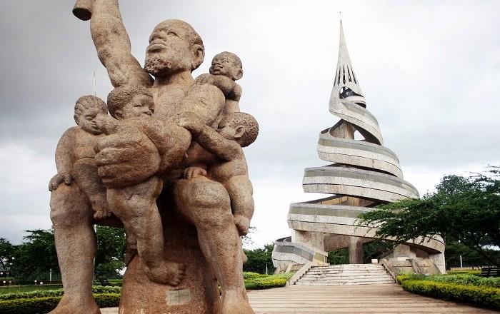 Il Monumento della Riunificazione a Yaoundé, la città di Embiid | numerosette.eu