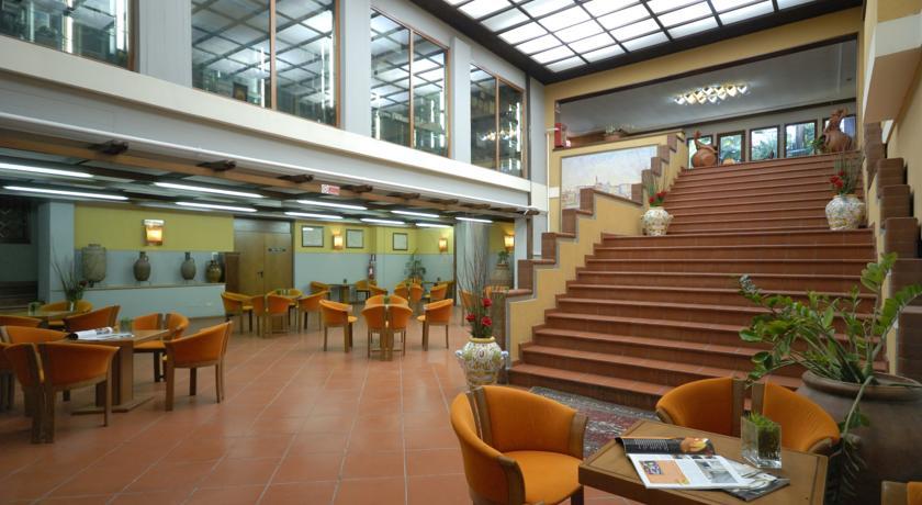 Hotel 4 Stelle a Firenze con Piscine esterne per bambini Centro Congressi WiFi Free camere e