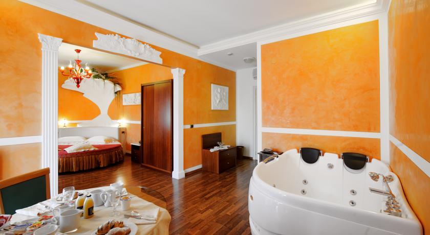 Hotel con Piscina Coperta a Foligno Hotel Altopiano con