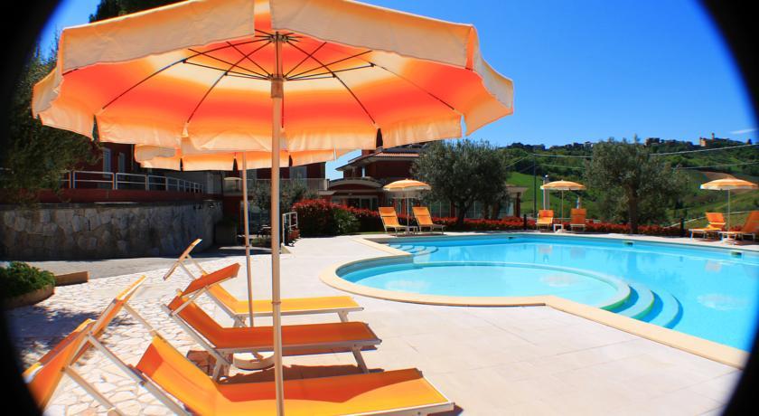 PM Hotel con Centro Benessere a Tortoreto con Piscina vicino al Mare