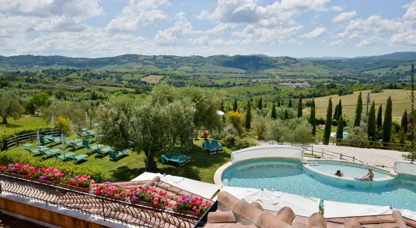 A Saturnia Hotel con Piscina Termale a 37  HOTEL SPF Pacchetti Benessere e Weekend Romantico