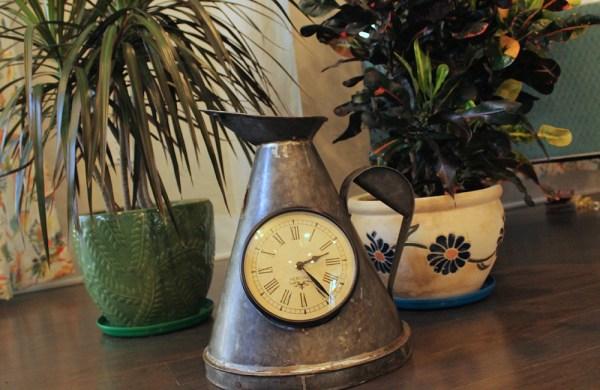 Upcycled Iron Measuring Jug Clock (Gray)