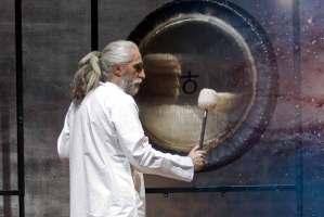 Baño de gong con Vikrampal Singh