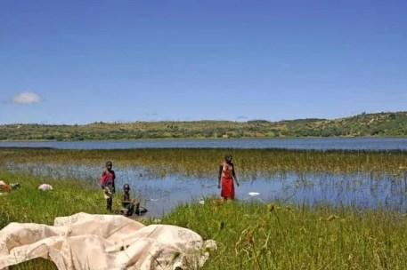 Lavando roupa, Moçambique