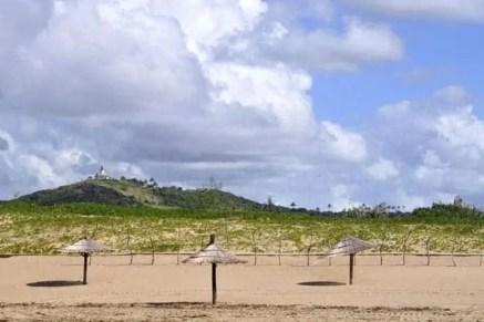 Vista do farol do Zongoene, integrado no eco-resort Zongoene Lodge