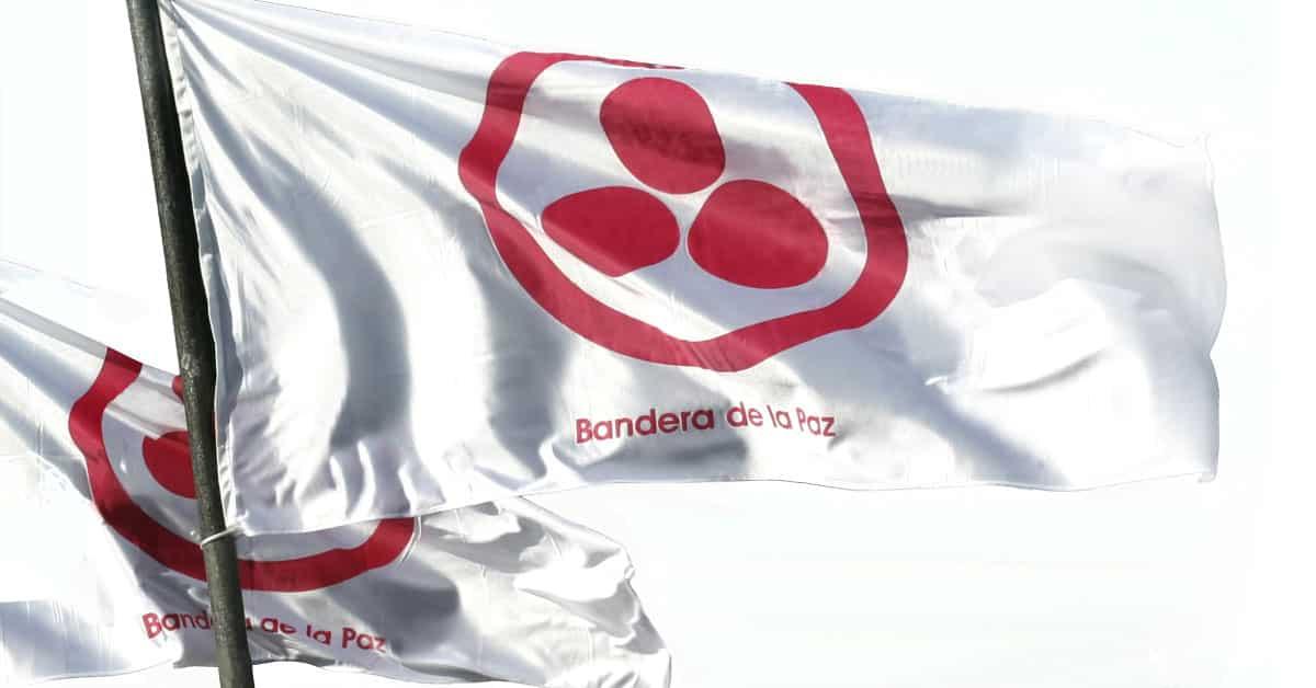 Entrega de la Bandera de la Paz a La Familia de los lunes