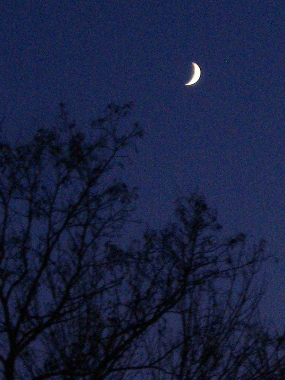 Moon predict weather lore  The Old Farmers Almanac
