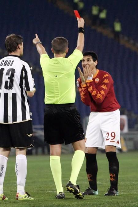Roma-Udinese l'espulsione di Burdisso  (foto Bertea)