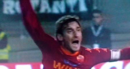 Le proteste di Totti per il fallo di Pepe