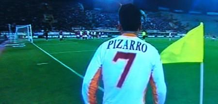 Pizarro al rientro in squadra a Bologna con Montella