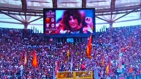 Bandiere abbassate nel ricordo di Simoncelli