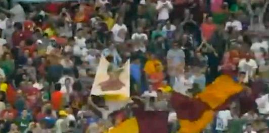 Curva in festa vittoria della Roma e alla fine sconfitta Lazio