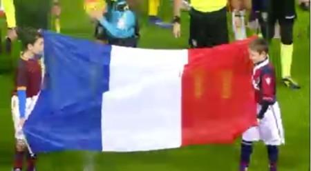 Bandiera francese a ricordare le vittime degli attentati