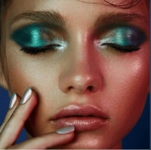 Maquiagem metalizada