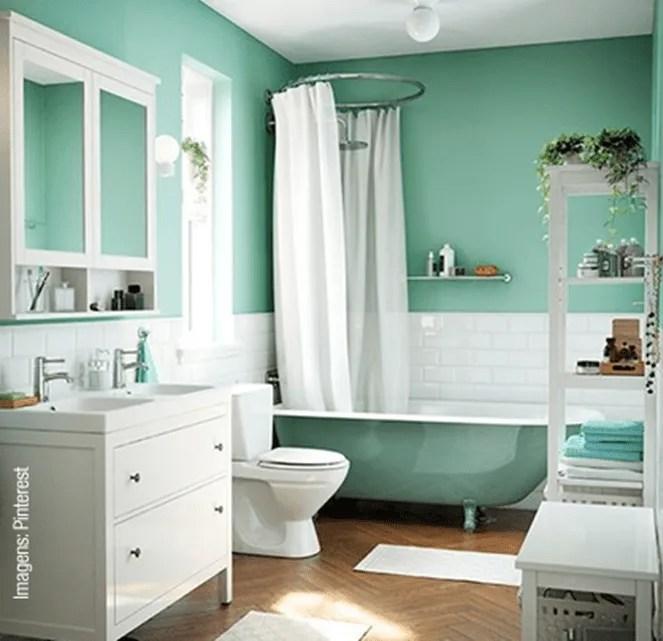 Verde menta no banheiro.