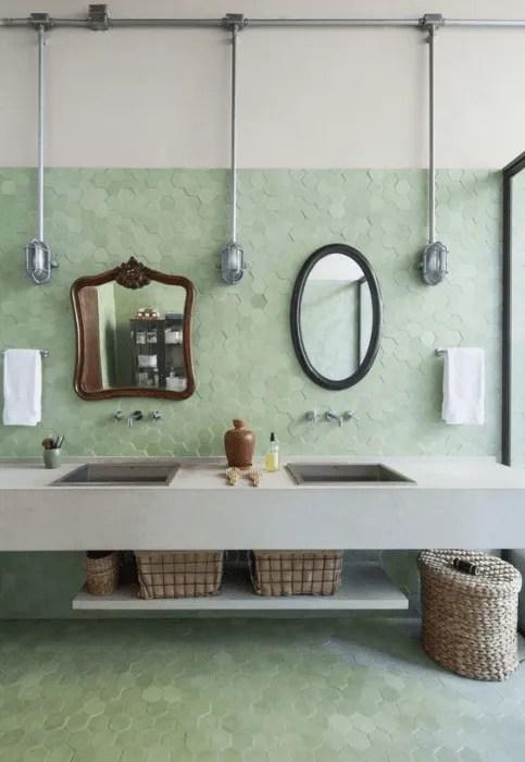 Banheiro com revestimento neo mint.