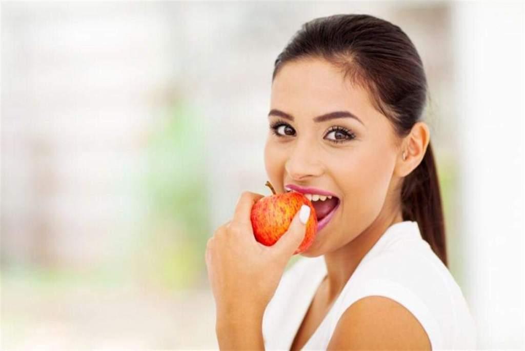 الفوائد الصحية لتناول التفاح