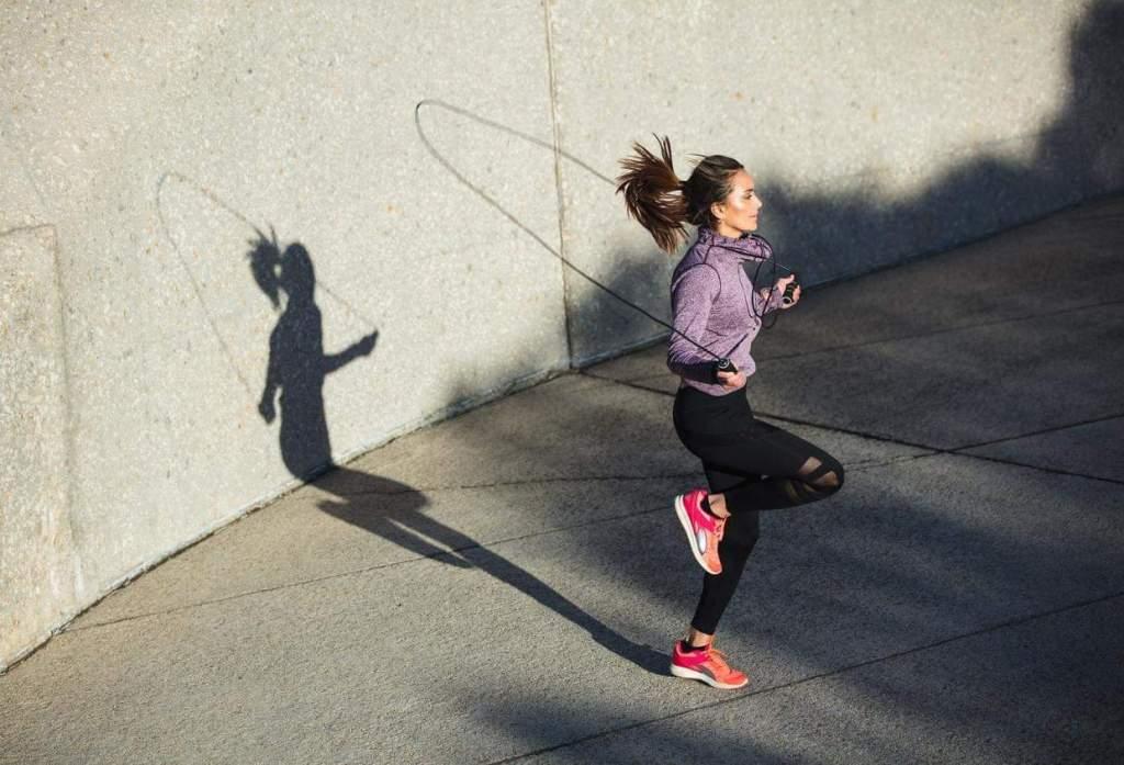تعرف على فوائد رياضة القفز بالحبل لو مارستها بشكل يومي