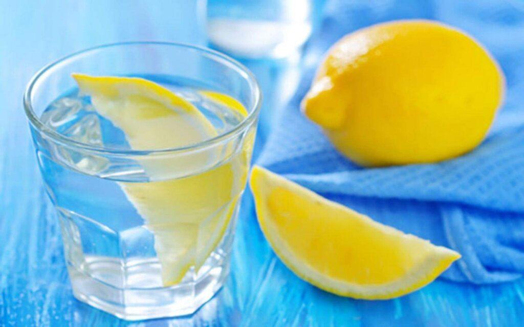 5 فوائد لإضافة الليمون إلى الماء