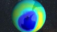 اي طبقات الغلاف الجوي تحوي طبقة الاوزون