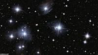 تتواجد الغازات المكونة للنجوم في حياتنا في بعض المواد اذكر مثالين