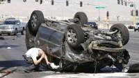 ما تفسير حلم موت شخص في حادث سيارة والبكاء عليه