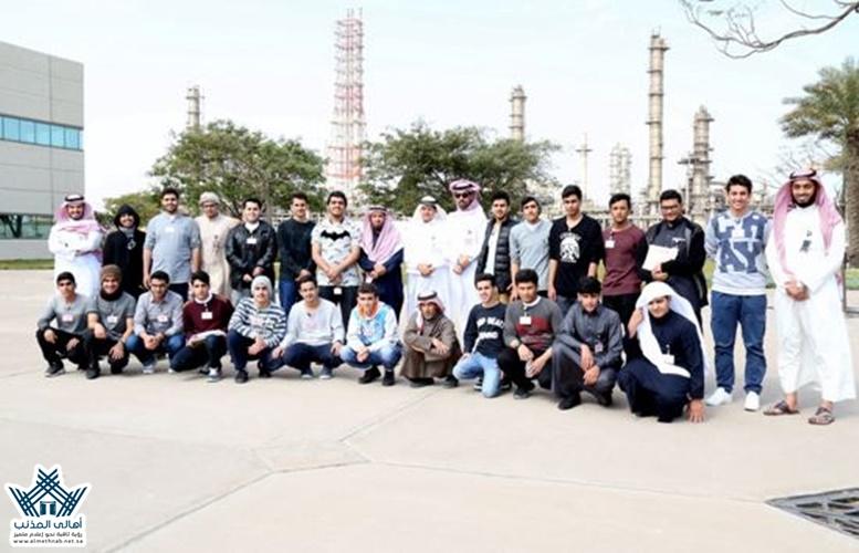 تغطية1 زيارة طلاب ثانوية المذنب لشركة شيفرون السعودية والهيئة الملكية بالمنطقة الشرقية