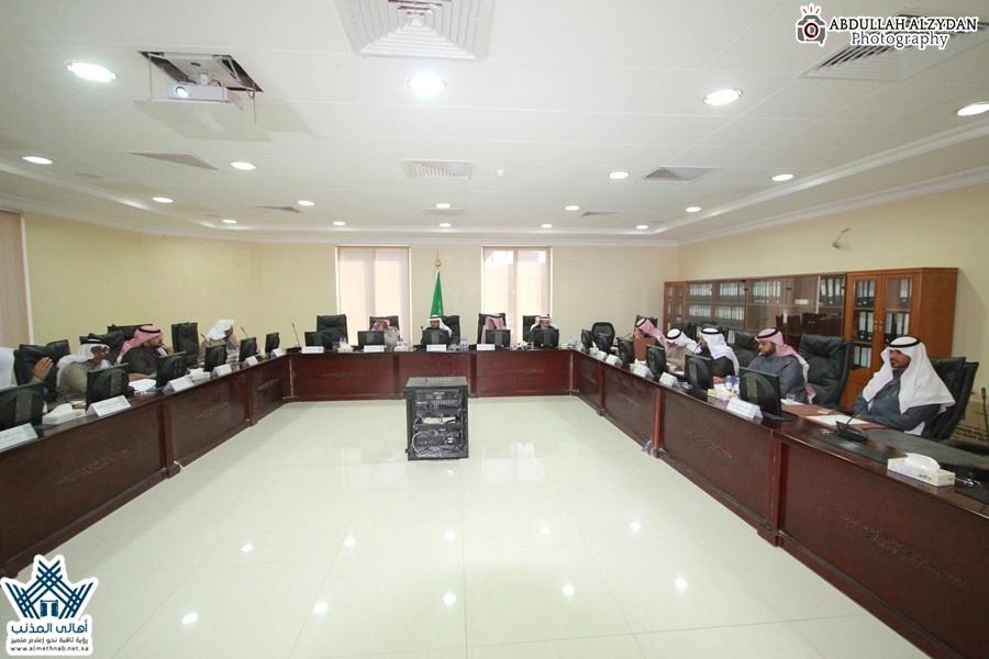مجلس بلدي المذنب يعقد جلسته الـ ٣٧ ويشكل فريق عمل لمراجعة الطلبات السابقة