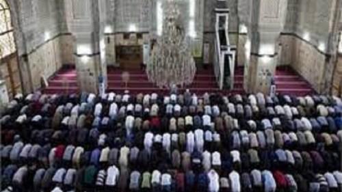 الأحق بالإمامة في الصلاة هو