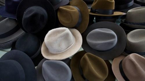 اين تصنع قبعات بنما