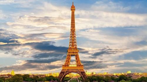 علو برج ايفل باحتساب الهوائيات